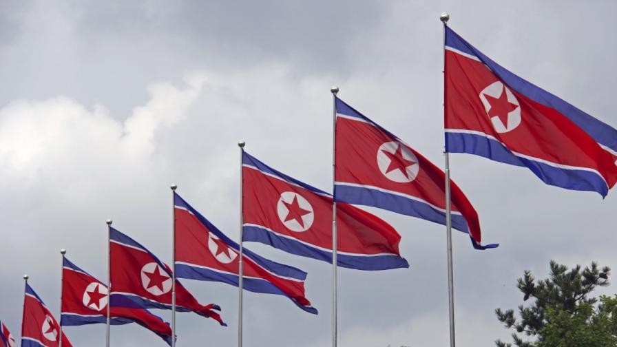 <p>Дипломати напускат Северна Корея, посолства затварят врати</p>