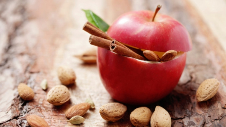 бадем ябълка канела