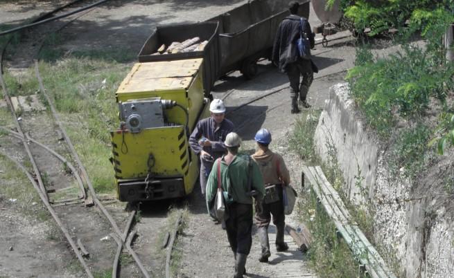Бургаските миньори остават под земята, стачката се разраства
