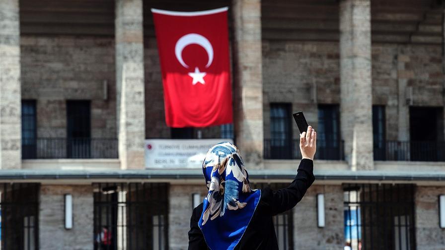 60% от жените в Турция се забулват, когато излизат от дома си