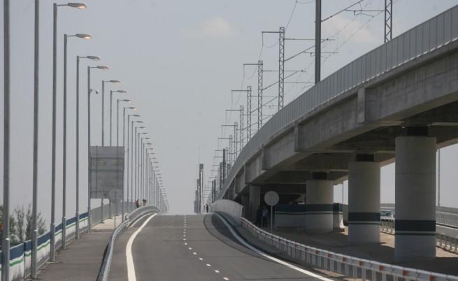"""Година по-късно: Подменят асфалта на """"Дунав мост-2"""""""