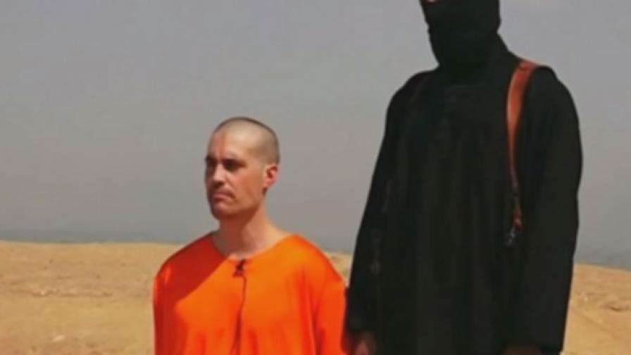 Кадър от клипа с убийството на Джеймс Фоули