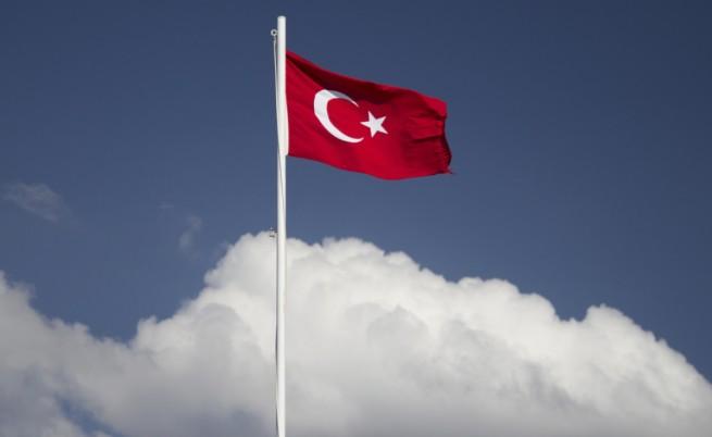 Турция моли САЩ да засилят въздушните удари срещу ИД