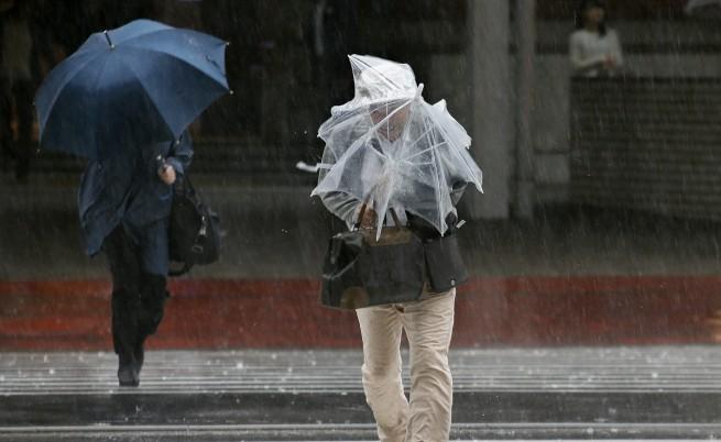 Тайфунът Фанфон взе жертви в Япония