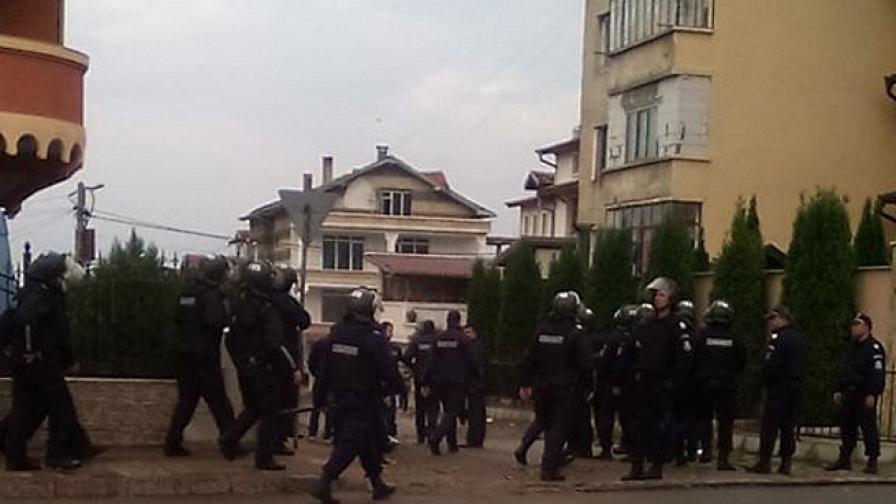 МВР изпрати над 500 жандармеристи в Ихтиман и Петрич