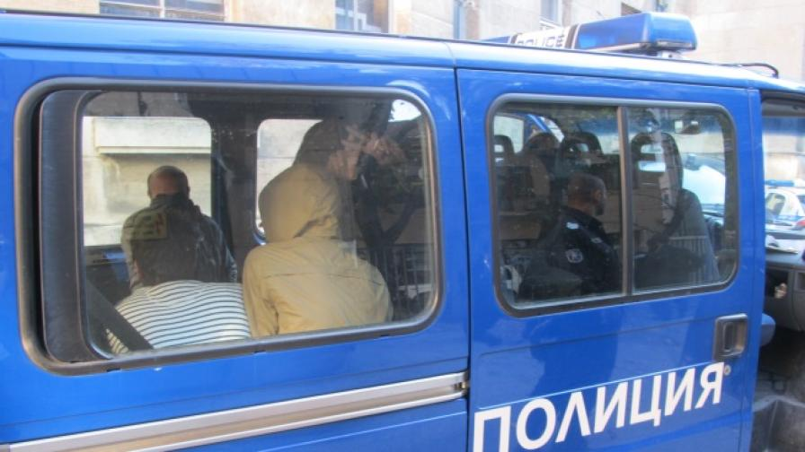 Задържаха 36 нелегални мигранти в София
