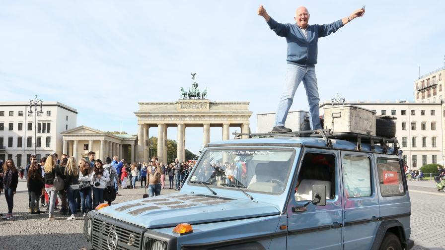 26 години с един автомобил около света