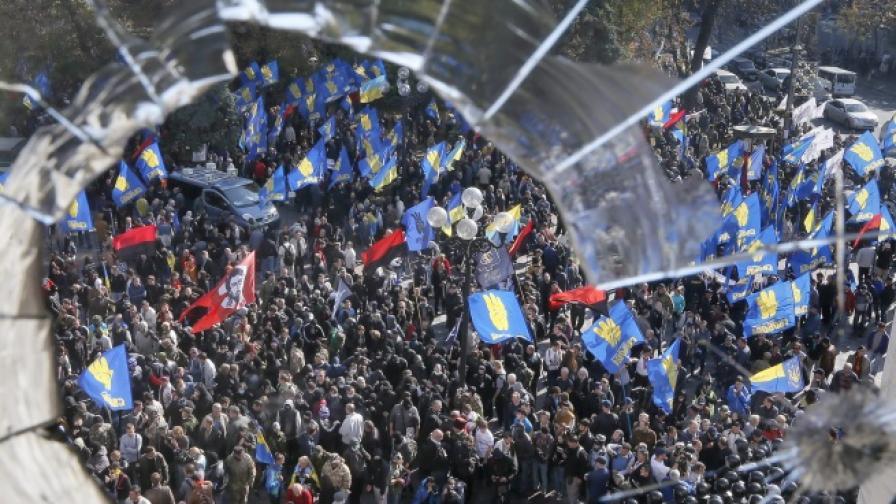 Сблъсъци избухнаха пред украинския парламент