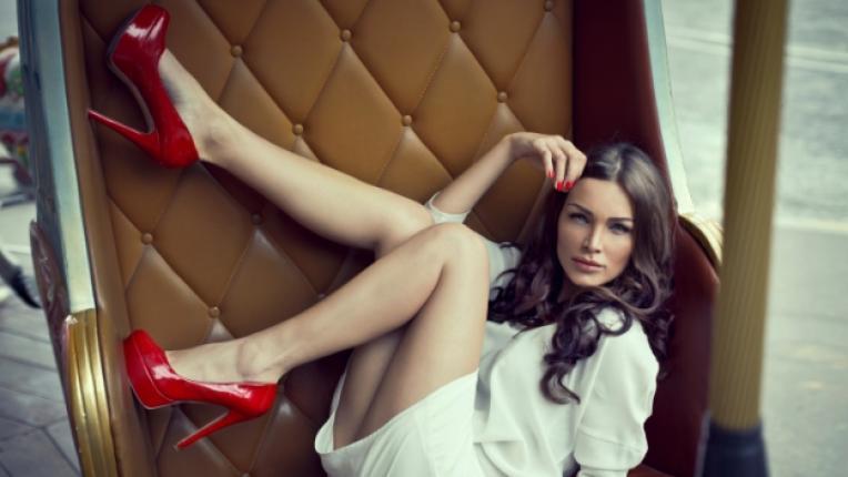 токчета жена обувки