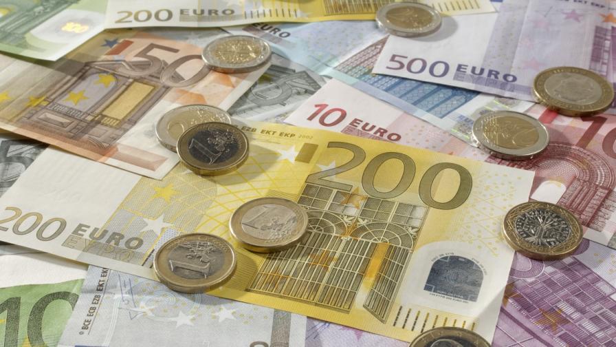 """""""За"""" и """"против"""" въвеждането на еврото у нас"""