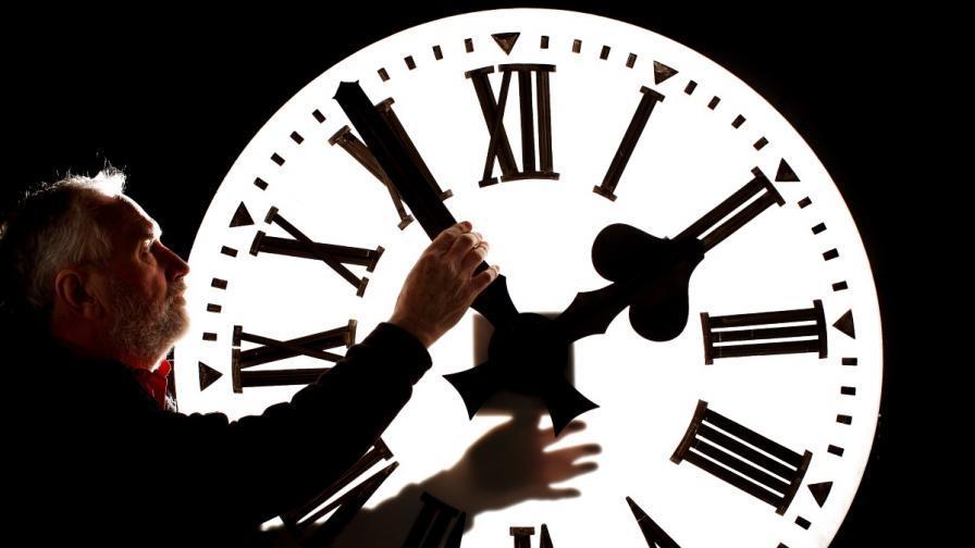 Местим стрелките на часовника на Димитровден