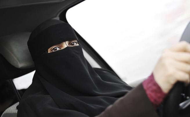 Саудитските власти заплашиха да реагират твърдо срещу жени, които шофират