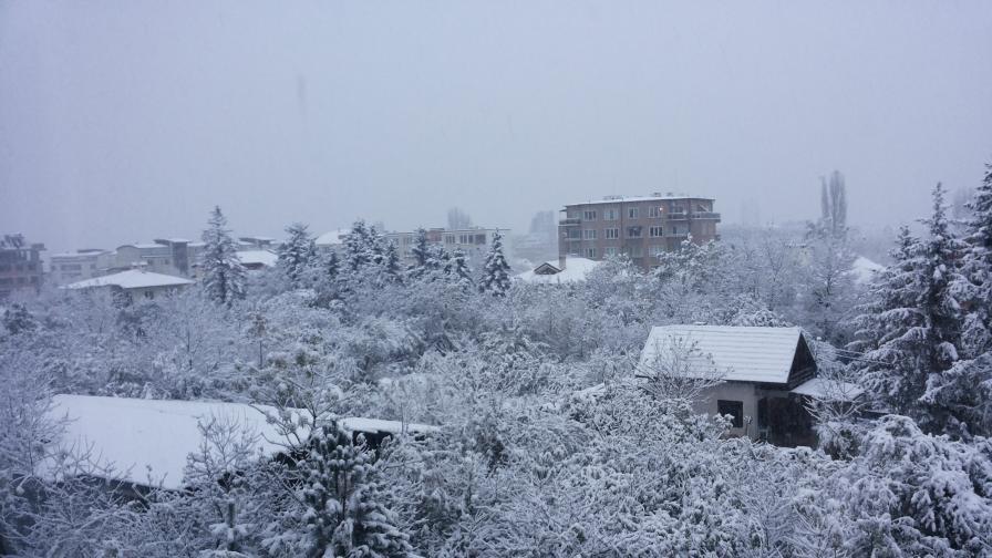 Първи сняг: 396 спасителни операции, 60 души евакуирани