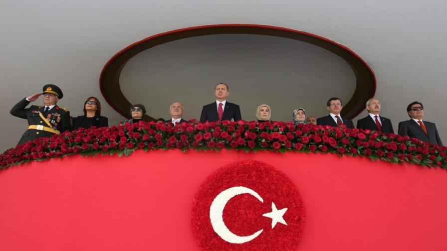 Турският президент откри новия дворец