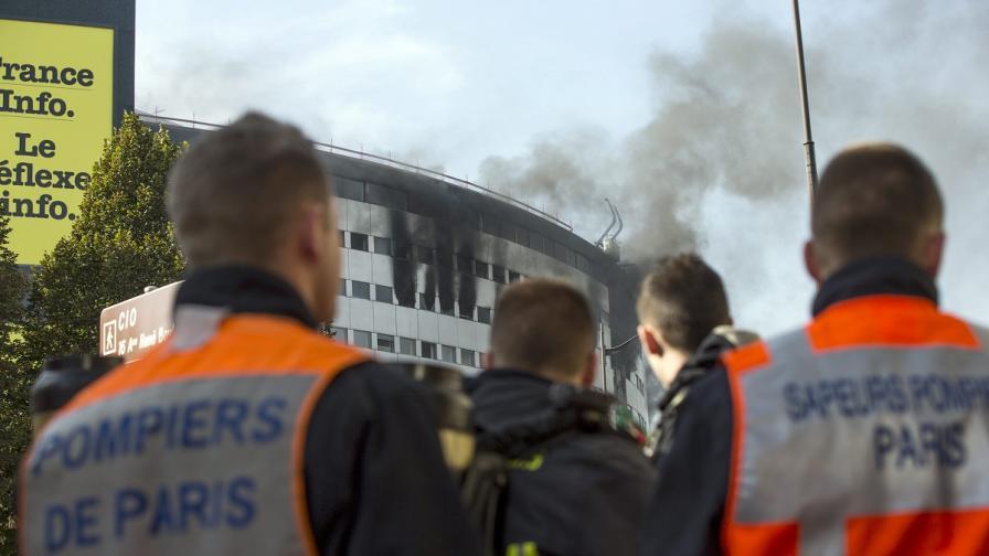 Пожар избухна в сградата на общественото радио в Париж