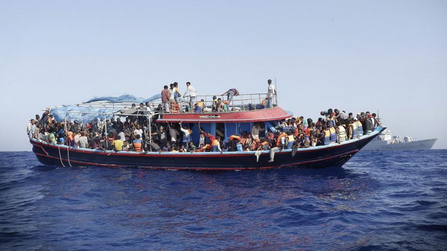 ЕС с операция за спасяване на мигранти в Средиземно море