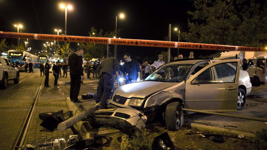 Автомобил се вряза в пешеходци в Йерусалим, 10 ранени