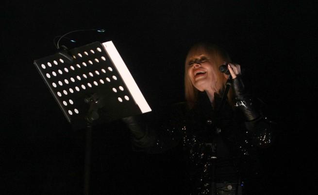 Лили разпродаде концерт 2 месеца преди датата, подготвя нов репертоар