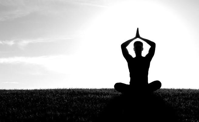 Изумителното тяло на мъж на 95, практикуващ йога