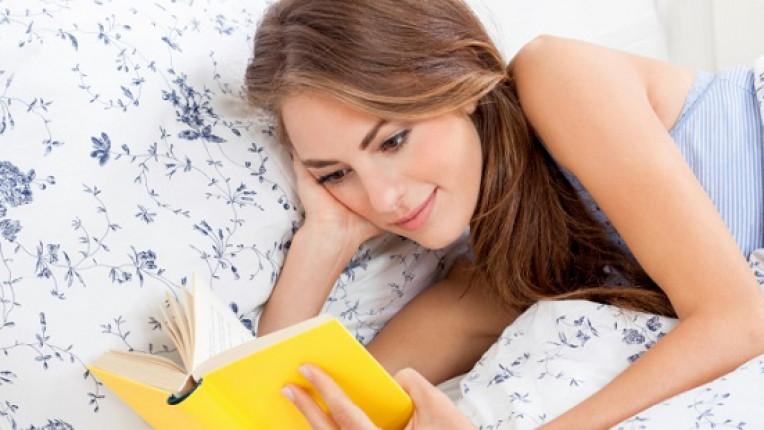 Книга четене жена