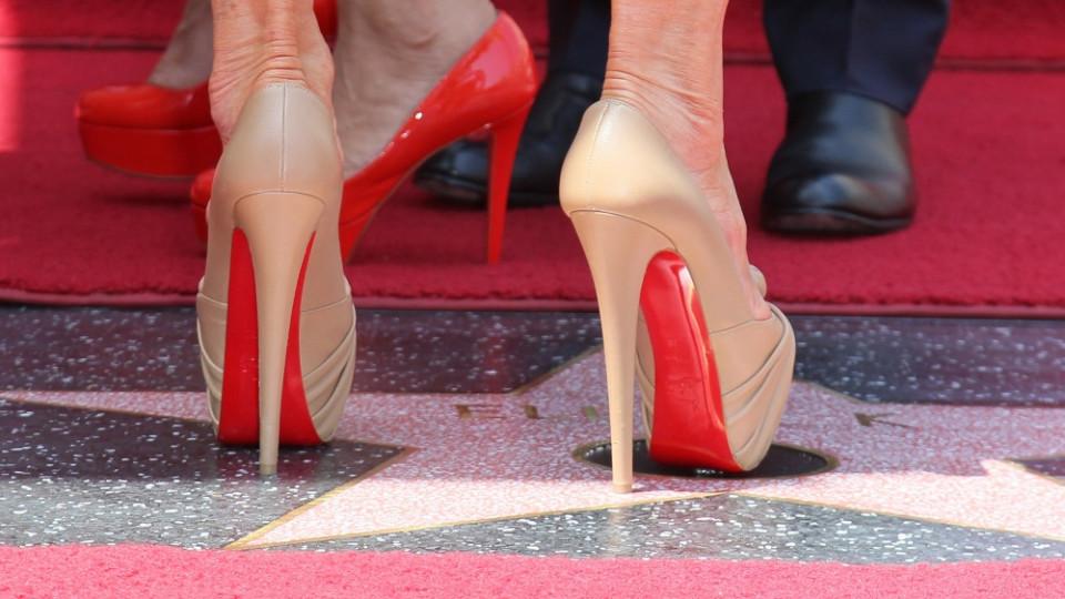 """Прекрасен чифт високи обувки с марка """"Лубутен"""""""