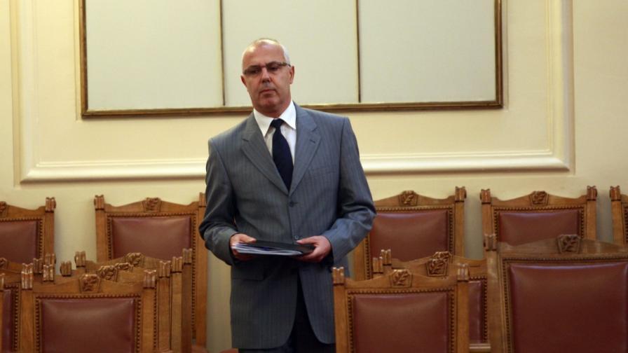 Министър Вучков в Народното събрание