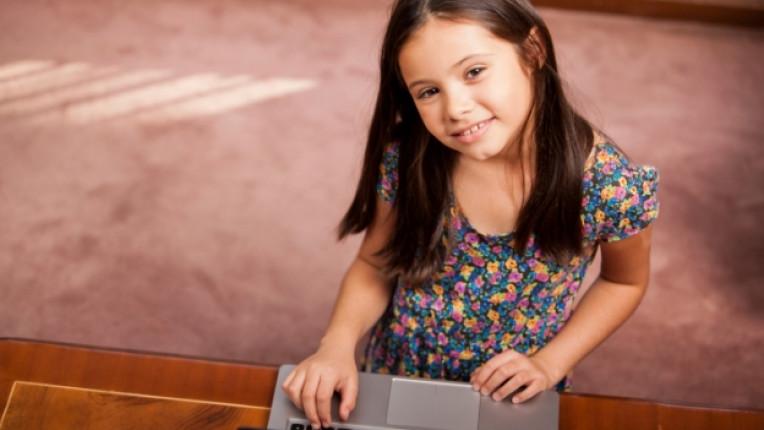 дете компютър интернет онлайн компютър