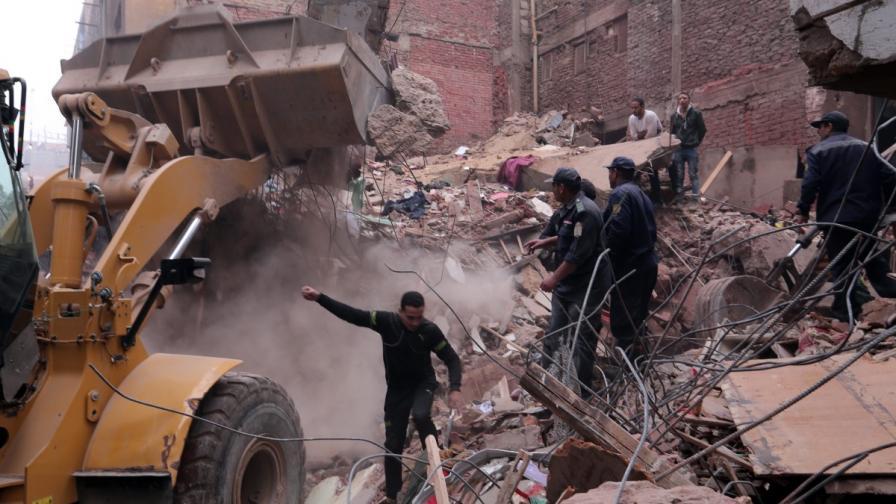 18 души загинаха при рухването на жилищна сграда в Кайро