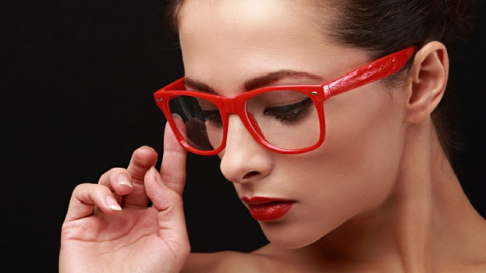 Грим за жени с очила – част 2