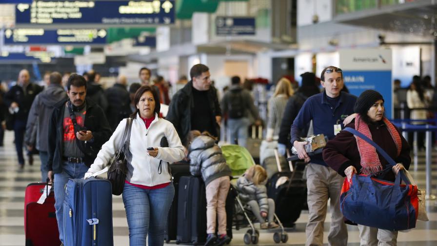 Стотици отложени полети в САЩ заради лошо време