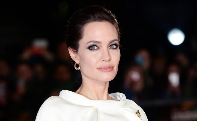 Джоли с първа гола сцена след двойната мастектомия