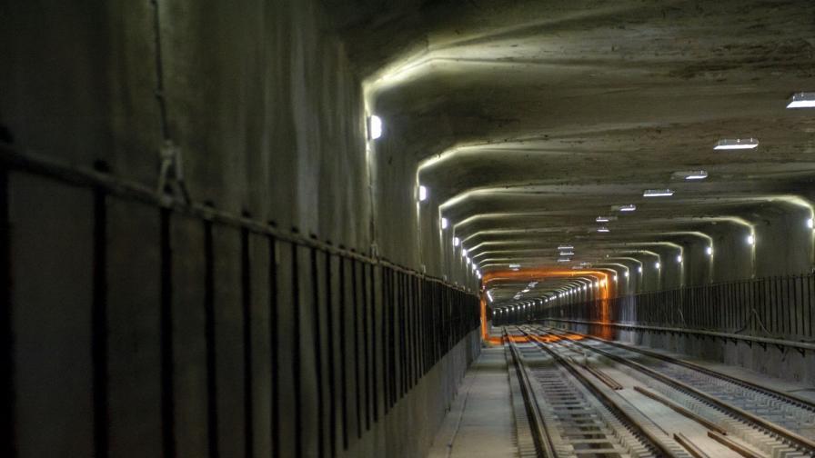 Жена скочи на релсите на метрото в София и оцеля
