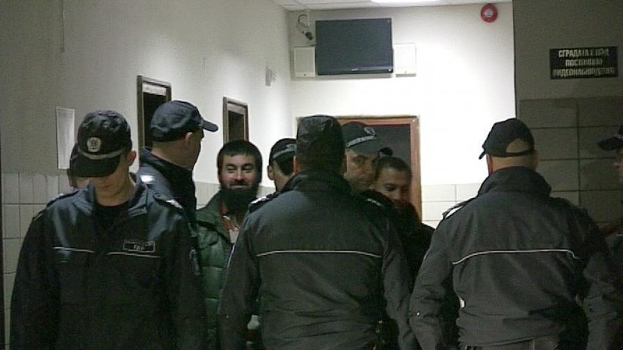 Обвинена в радикален ислям припадна в съдебна зала