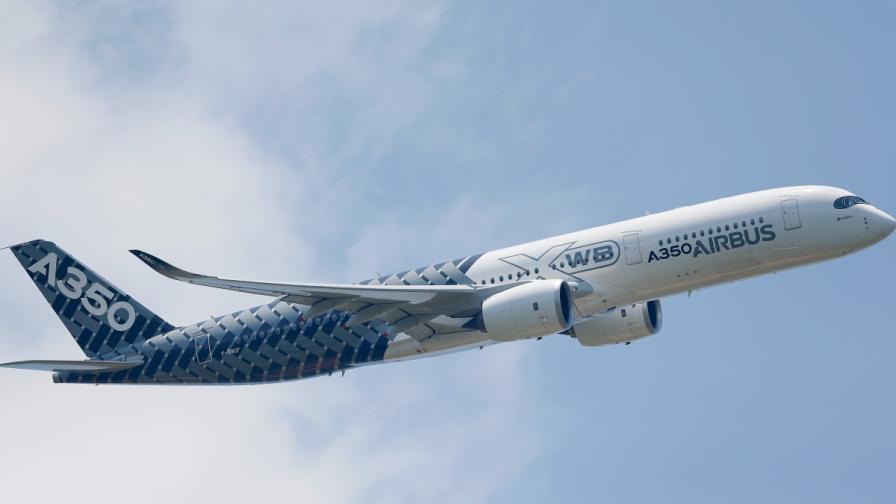 Пет компании ще се борят със слабия интернет в самолетите