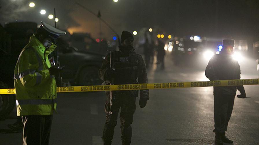 Загинали и ранени при самоубийствен атентат във френско училище в Кабул
