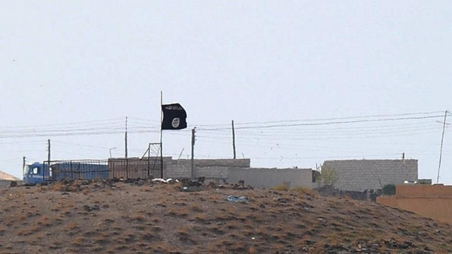 Знамето на ИД над част от Кобане