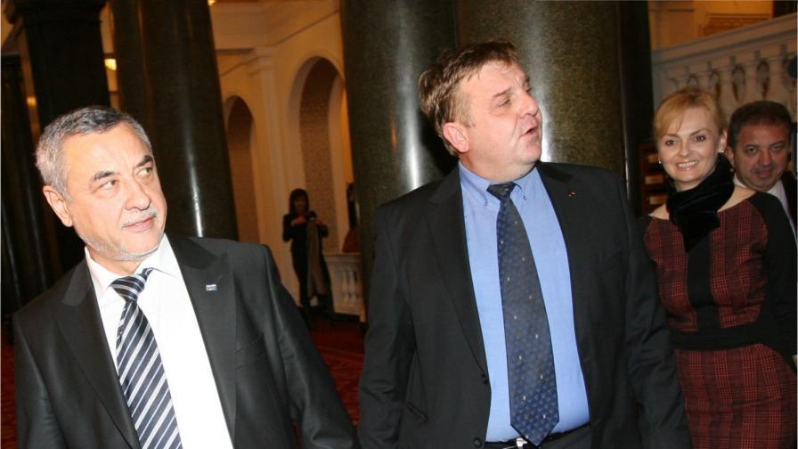 Поли Карастоянова с Валери Симеонов (вляво) и Красимир Каракачанов (в средата)