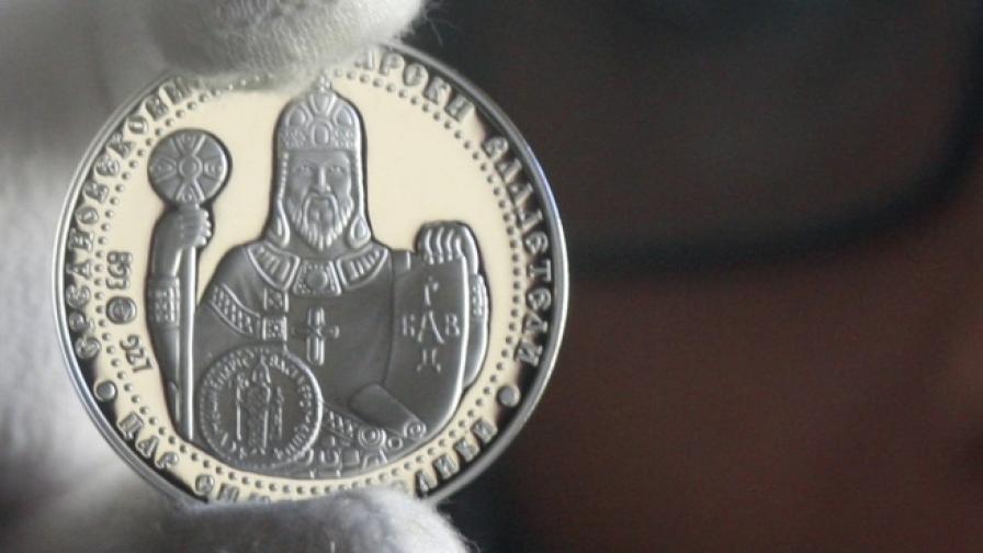 """Новата сребърна възпоменателна монета с нанесено частично позлатяване """"Цар Симеон Велики"""" е от серията """"Средновековни български владетели"""""""