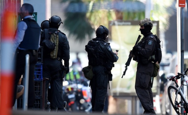 Предполагаем джихадист взе заложници в кафене в Сидни