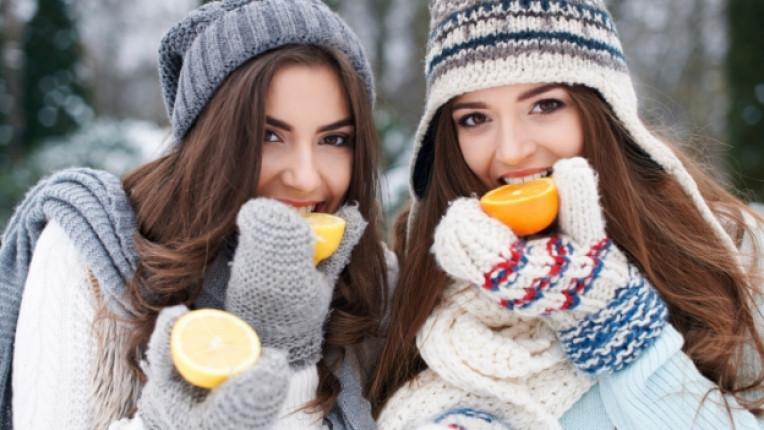 момиче жена цитрус лимон портокал зима