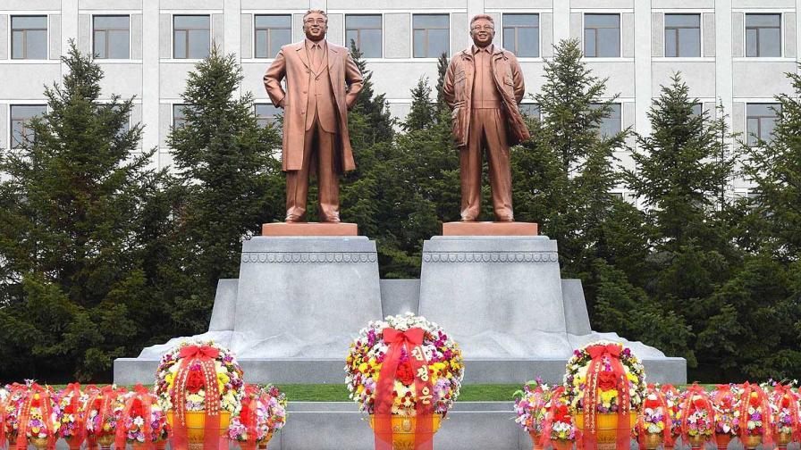 В КНДР приключи тригодишният траур за Ким Чен-ир