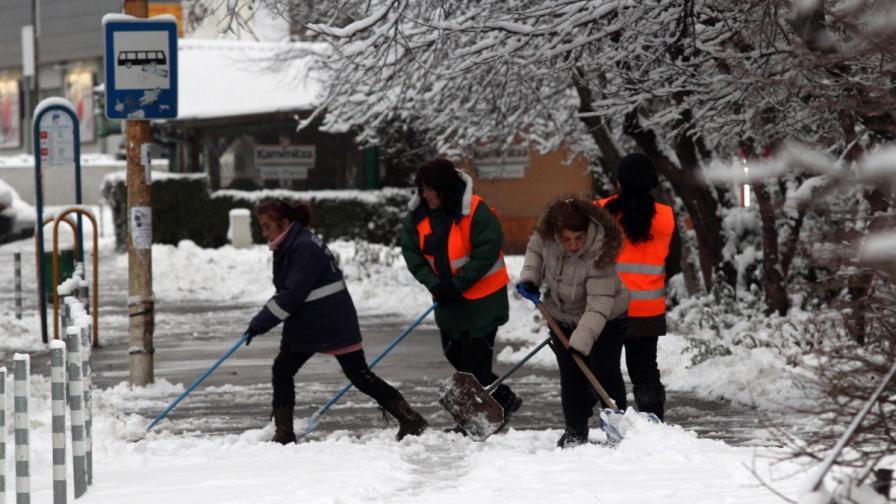 """Заради леда 130 души минали през """"Пирогов"""" за денонощие"""
