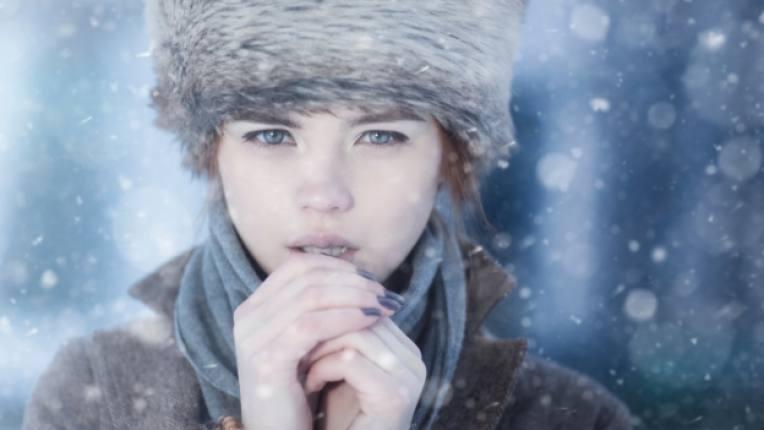 студ зима жена сняг