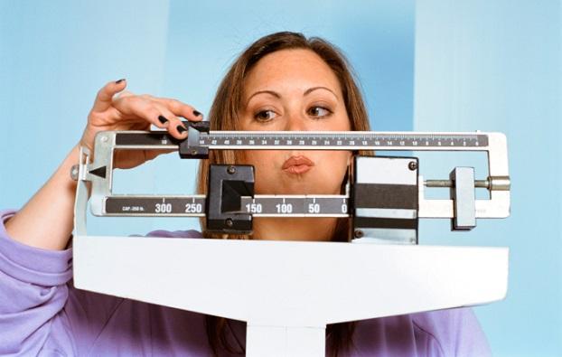 <p><strong>Имате наднормено тегло</strong></p>  <p>Хората с наднормено тегло имат повишен риск от хилитоза (лош дъх). Това може да се дължи на яденето на некачествена храна, сънна апнея или проблеми с дишането.</p>