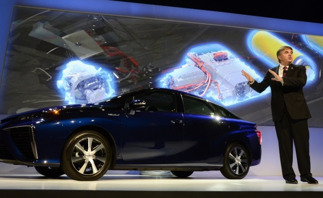 """""""Тойота"""" отвори патентите си за водородни коли"""