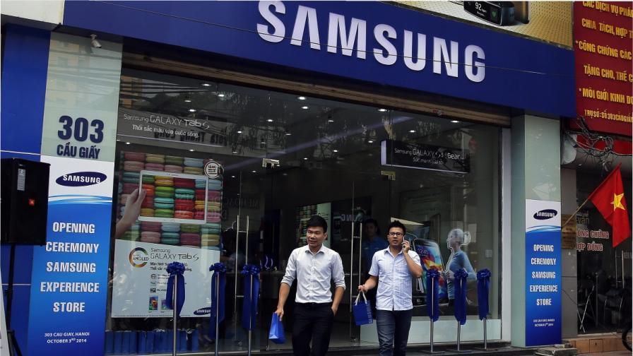 """""""Самсунг"""" обяви спад на годишната си печалба за първи път от три години"""