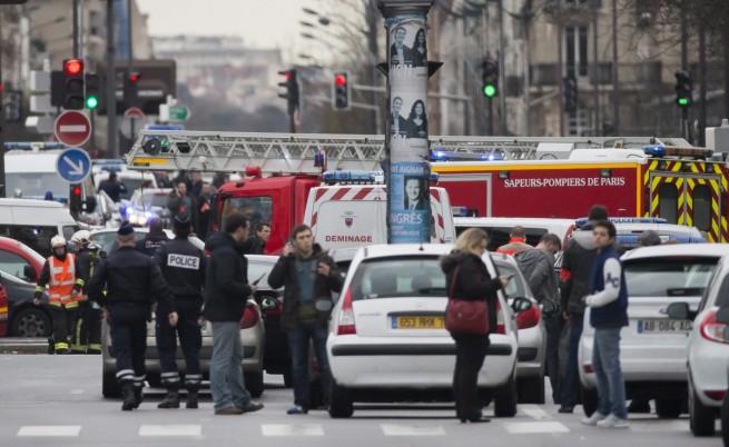 Въоръжен взе заложници в Париж