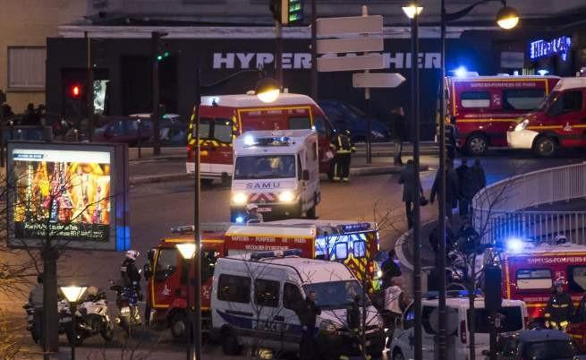 Атентаторите от Париж мъртви, 4-ма заложници са убити