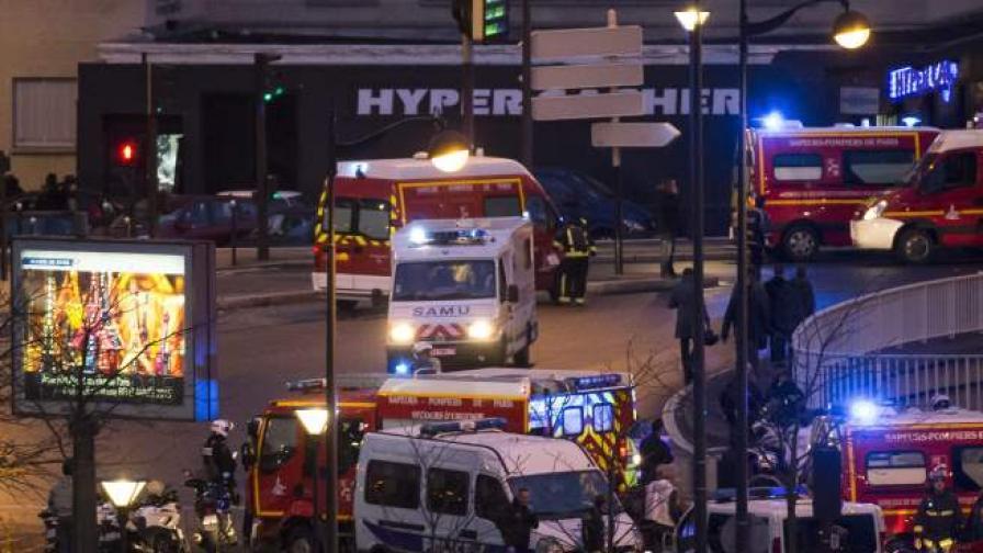 Линейки пристигат след края на заложническата драма в източен Париж