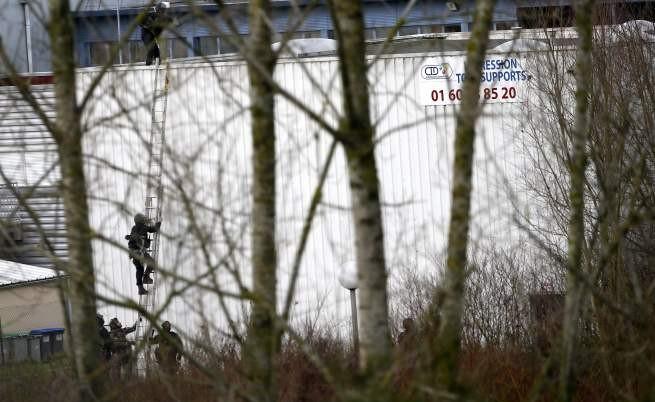 Френски прокурор: Оръжието на терористите идва от Балканите